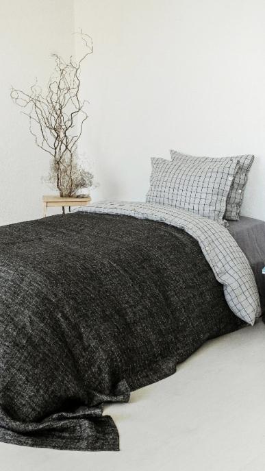 bed-cover-art-ll08dt-100-linen-off-white-black-180x230_1573563480-5065f736e1bed2193e48ee6f1fa85c75.jpg