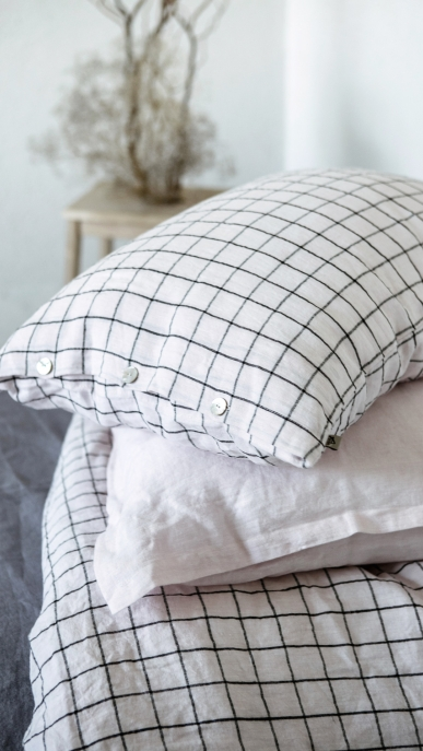 bed-linen-art-ll518t-100-linen-rose-black-checks-pillowcase-50x70-with-buttons-ll520t-100-linen-rose-pillowcase-50x70-oxford_1573556709-1e9ad2b9b15e1c5cf09770b6750a4ba4.jpg