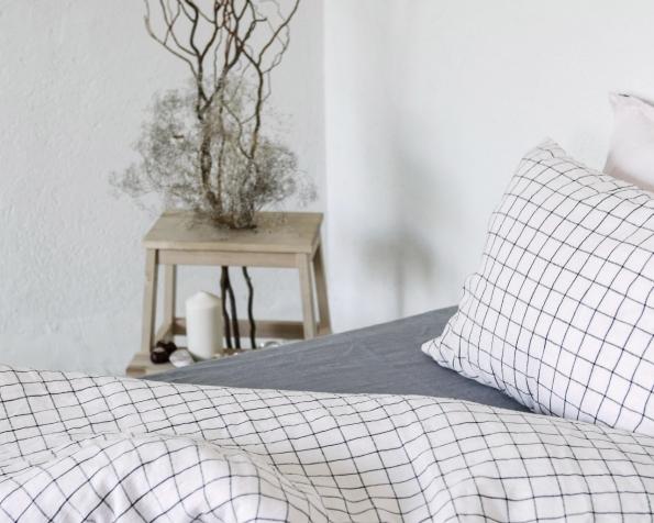 bed-linen-art-ll518t-100-linen-rose-black-checks-pillowcase-50x70-with-flap-duvet-cover-140x200-1_1573556709-49499ae0de7afcd61eb655e479d10243.jpg