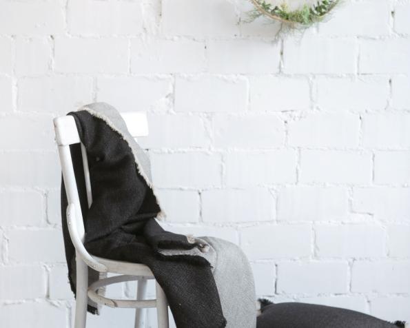 blanket-art-ll048t-black-160x200-pillow-case-50x50_1573559090-3663e617c605792416551d328875eca3.jpg