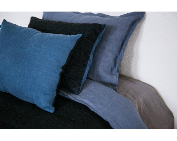 pillow-cover-art-ll08dt-blue-black-40x55_1573561468-5b13a27491d05904950f2515bfce084a.jpg