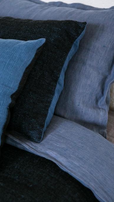 pillow-cover-art-ll08dt-blue-black-40x55_1573561468-b61ba1c36646b63ae94ed5e95fe52176.jpg